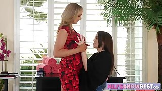 Hot MILF Julia Ann licking a sweet pussy of Joseline Kelly