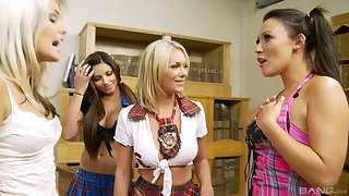 Mandy Mystery and Paige Ashley play with their two hot retinue