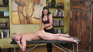 Young masseuse can't resist licking yummy pussy of dispirited cougar Ryan Keely