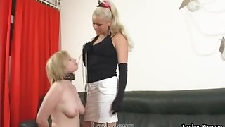 Pansy Slave d Give Lick Floss Pussy And Ass In front Taking Strapon